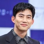 """テギョン(2PM)の""""公開恋愛""""にファンの祝福相次ぐ 「一般女性と交際中」"""