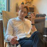 「2PM」ニックン、朝からこんなにイケメンなんて? シャツ姿もよく似合う