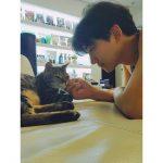 """2PMイ・ジュノ、愛猫に対する愛情あふれる眼差し…""""ラブラブ"""""""