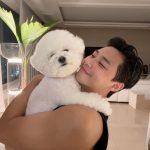 パク・ソジュン、愛犬とのほほえましいツーショット公開…たくましい腕が簡単を誘う