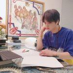 キム・ジェジュン、PCで仕事に熱中する姿を公開…サングラスでファッショナブルに