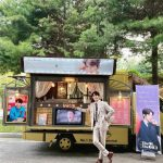 """俳優ユン・ヒョンミン、素敵なスタイルでカフェカー認証…""""ありがとうMstar"""""""