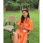 <トレンドブログ>女優コ・ソヨン、オレンジパフワンピースを着て外出…ラグジュアリーなビジュアルに感嘆