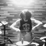 ノ・ミヌ(MINUE)、長い髪を振り乱しながらドラムをたたく魅力あふれる姿を公開(動画あり)
