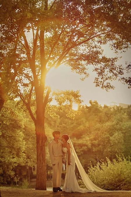 【公式全文】「VROMANCE」リーダーのパク・ジャンヒョン、8月に一般人女性と結婚「大切な人ができた」
