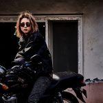 女優イ・ヨニ、「Manxin/満身」で魅せる破格的な変身…オートバイに乗ったアウトローな雰囲気に注目