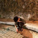 俳優キム・スヒョン、しゃがみ込んで少年美発散…とてもスリムな姿