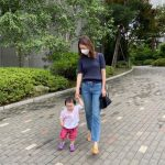 イ・ヨニ、姪と手を繋いで散歩するゆとりある日常を公開…「おばさんとよちよち」