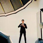 """俳優ソン・スンホン、撮影現場でのときめくハンサムスーツ姿で近況報告…""""一緒に夕食を食べたい""""ビジュアル"""