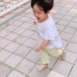 """俳優ユ・ジテ&キム・ヒョジンの次男ルイ君、兄のファーストシューズを履いて上手に""""あんよ"""""""