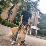 CNBLUEイ・ジョンシン、愛犬とのツーショット公開…長い脚で完璧ビジュアル