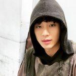 俳優キム・スヒョン、おぼろげな視線&セクシーな唇で見つめる胸キュンショットを公開