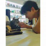 【トピック】「2PM」ジュノ、愛情あふれる眼差しで愛猫を見つめる写真が話題