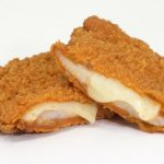 【情報】#やっぱファミチキだな この味、ハマる!とろ~りチーズが包み込む、韓国風甘辛ファミチキ! 「ファミチキ(チーズタッカルビ味)」7月28日(火)より発売!