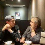 【トピック】「CNBLUE」イ・ジョンシン、母親とのほほえましいツーショットを公開