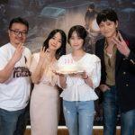 カン・ドンウォン主演映画 「半島」、公開14日目で観客300万人突破…感謝の記念写真公開