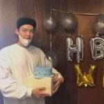 キム・ウビン、31才の誕生日を迎え記念ショット公開…ラフなスタイルでも際立つビジュアル