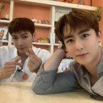2PMニックン& Jun.K、見つめられたい大きな瞳…そっくりな表情でおやすみのあいさつ