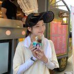"""<トレンドブログ>IU、ファンたちからのカフェカー応援にラブリーな笑顔…""""ありがとうございます"""""""