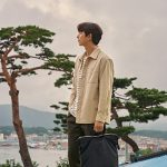 コン・ユ、秋の雰囲気をたっぷり盛り込んだグラビア公開…韓国の小都市を紹介する(動画あり)