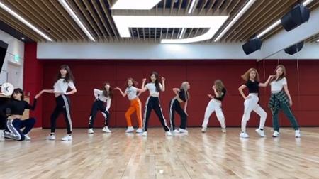 "「NiziU」、""父""パク・ジニョン(J.Y.Park)の最新曲「When We Disco」をダンスカバー…世代を超えたステップ"