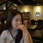 「Wonder Girls」出身の女優アン・ソヒ、レストランでくつろぐ日常を公開…今月出演ドラマスタート