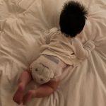 女優ヤン・ミラ、生後2か月経った息子の後ろ姿公開…「致命的な君の後頭部」
