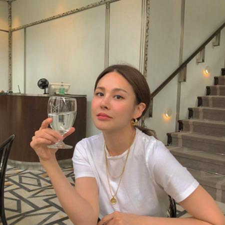 """歌手IVY、""""5対5ヘア""""の写真を公開…""""本当に37歳?"""""""