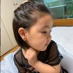 女優イ・ユンジの娘ラニ、イヤリングをつけて6歳のエレガンス…どこで学んだの?
