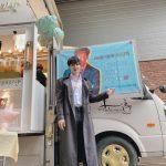 俳優チェ・ジニョク、カフェカーのプレゼントに本物の笑顔…ゾンビメイクにもセクシーさぷんぷん
