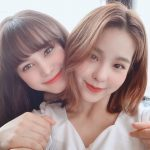 "「NiziU」MAKO&NINA、キュートすぎる""美姉妹(?)ショット""を公開…公式サイトには雨の動画が出現"