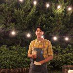 CNBLUEイ・ジョンシン、照明より輝くビジュアルアピール…黄色いチェックもよく似合う