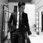 キム・スヒョン、風格のあるスーツ姿でシックな魅力アピール