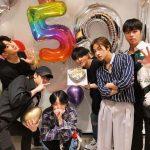 "「iKON」、デビュー5周年記念で集合写真を公開=""50年過ぎても一緒に"""