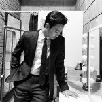 キム・スヒョン、致命的なスーツスタイル…白黒写真の中の独歩的な雰囲気