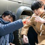 俳優チュウォン「アリス」の撮影現場で茶目っ気いっぱいな笑顔、制服着るのでもっと素敵