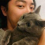 """キム・ジェウク、心温まる日常を公開 """"魅力あふれる愛猫とのツーショット"""""""