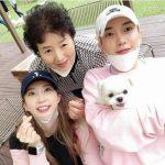 <トレンドブログ>「SUPER JUNIOR」イトゥク、母&姉パク・イニョンとほっこりする家族ショット