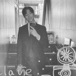 CNBLUEイ・ジョンシン、温かい笑顔と素敵なスーツ姿で乙女心を魅了