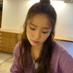 <トレンドブログ>女優シン・セギョン、ハーフアップお団子ヘアで可愛さUP…秋ファッションもにも注目