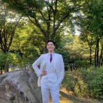 パク・ボゴム、ふたつの魅力のスーツ姿…颯爽とした姿がときめき与える