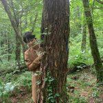 <トレンドブログ>俳優キム・ボム、イケメンな九尾狐は歓迎…木の後に隠れてかわいい表情♥