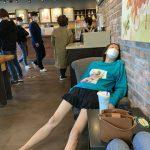 女優コ・ウナ、カフェで安らぐ半ズボン姿の野生的な一面を公開…痩せた美脚を披露