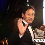 """【公式】韓国の""""国民的俳優""""アン・ソンギ、一時入院も現在は退院し自宅療養=原因は「過労」"""