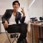 俳優イ・ジュンギ、色気ダダ漏れのビジュアルで近況報告…Vサインの指先までセクシー