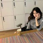 "「ITZY」ユナ、コーヒーを飲む時もwithJYP=""溢れる愛社心"""