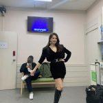 歌手チェヨン、43歳の熟したセクシー美で童顔なビジュアルと美脚を披露