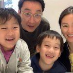 <トレンドブログ>イ・フィジェ♥ムン・ジョンウォンさん、双子ちゃんたちと仲睦まじい家族写真…笑顔がそっくりw