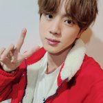 「BTS(防弾少年団)」JIN、童顔美あふれる自撮り2枚公開