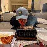 """チャン・グンソク、おひとり様?七輪で焼き鳥パーティ…""""アジアのプリンス流""""に満喫するおうちごはん"""